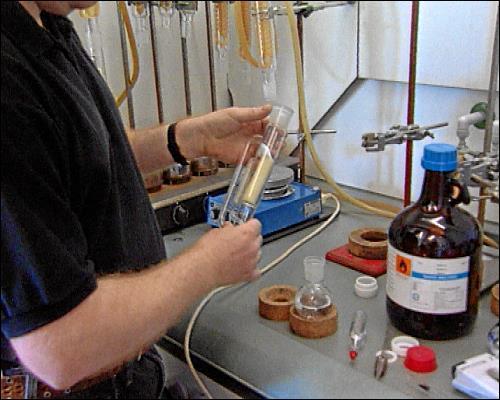 Im Labor werden die Proben später untersucht