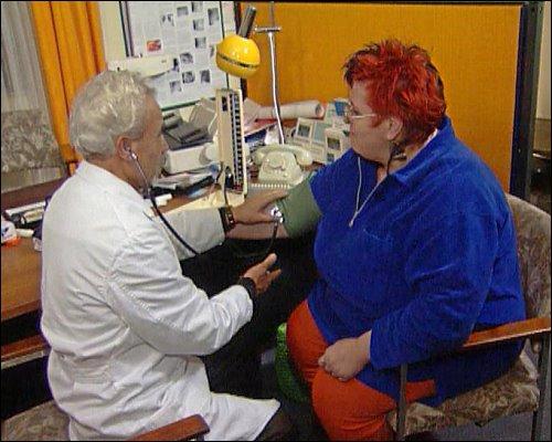 Der Gang zum Arzt fällt vielen Dicken schwer: Egal welches Symptom, das Übergewicht wird immer thematisiert
