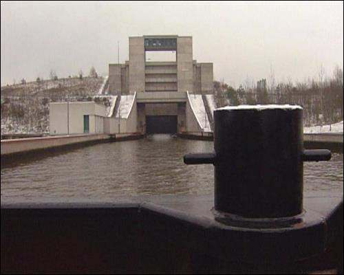 Für die Aufrechterhaltung des Schiffsverkehrs auf dem Kanal müssen jährlich ca. 30 Millionen Mark investiert werden