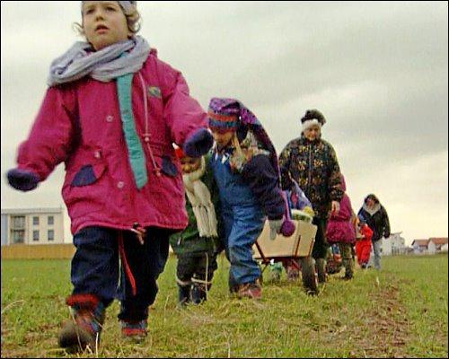 Für die Kinder des Waldkindergartens beginnt jeder Tag als Abenteuer in der Natur