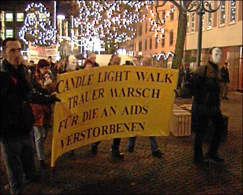 Jedes Jahr am Welt-Aids-Tag findet auch der traditionelle Candle-Light-Walk statt - ein Trauermarsch zum Gedenken an die Verstorbenen