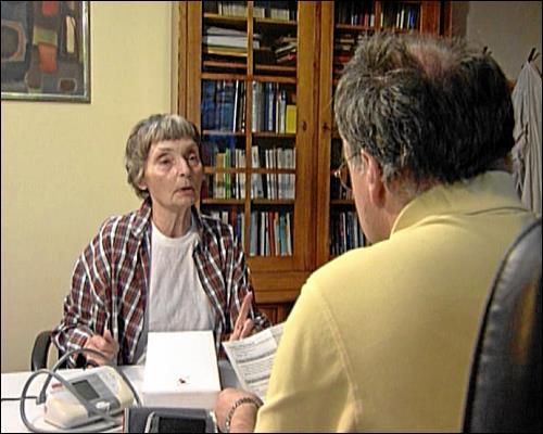 Praxisgebühr und Medikamentenzuzahlung machen der chronisch kranken Rentnerin zu schaffen