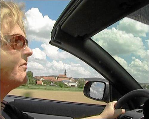 Marga Melchior auf der Fahrt zum Betreuungstermin