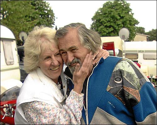 Marianne, die Partnerin von Dietrich Mrugalla, begleitet ihn zu allen Rennen