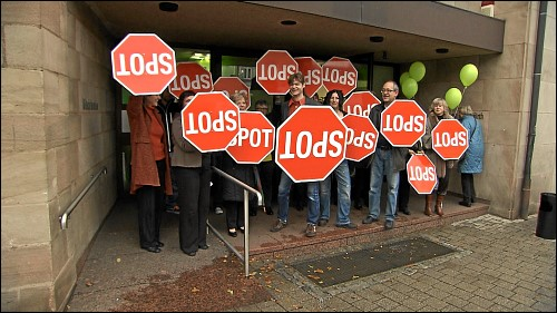 Protestaktion vor der kunst galerie fürth