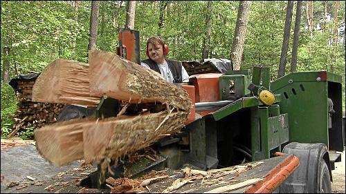 Stefan schafft es, mit Hilfe von Methadon und der Arbeit im Waldprojekt zu überleben