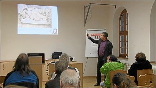 Dr. Thomas Heyden vom Neuen Museum Nürnberg beim Vortrag: Schönheit in der Kunst