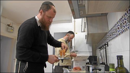 »The Heart and The Wellspring« versuchen, auch auf Tournee nach den Vorschriften der Torah zu leben und koscher zu kochen