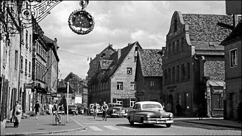 Jahrhunderte lang war die Gustavstraße Fürths bedeutende Geschäftsstraße. »Die Gustavstraße war ein Selbstversorgungszentrum. Da hats alles geben, vom Bäcker übern Metzger bis Milchhändler, Gemüshändler, Lebensmittelhändler, … sogar n Goldschmied hammer da gehabt.« Foto: Ferdinand Vitzethum