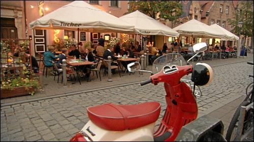 Das südländische Flair der Gustavstraße zieht vor allem in den Sommermonaten viele Gäste an