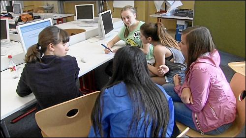 Fast 40 Schulstunden lang haben die Schüler recherchiert, diskutiert und Fragen entworfen