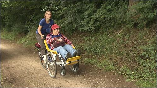 Mit den selbstgebauten Rollfietsen auf Erkundungstour