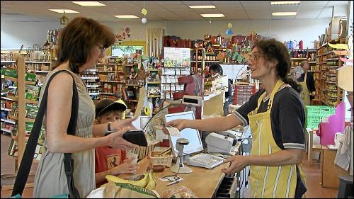 Regale befüllen, Kunden beraten, Wiegen und Kassieren: Die Arbeit eigenen Laden ist ebenso abwechslungsreich wie anstrengend