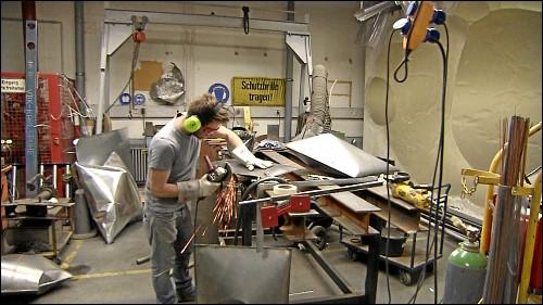 Der Bildhauer Sebastian Kuhn war der erste Künstler, der »Auf AEG« sein Atelier einrichtete – in der ehemaligen Staplerwerkstatt.