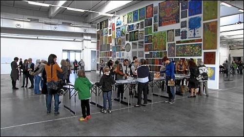 Jedes Jahr im September findet »Offen Auf AEG« statt. An einem Wochenende können die Besucher das Gelände und die dort untergebrachten Einrichtungen und Firmen besichtigen. Gleichzeitig wird eine der noch nicht vermieteten Hallen für 14 Tage zur Galerie.