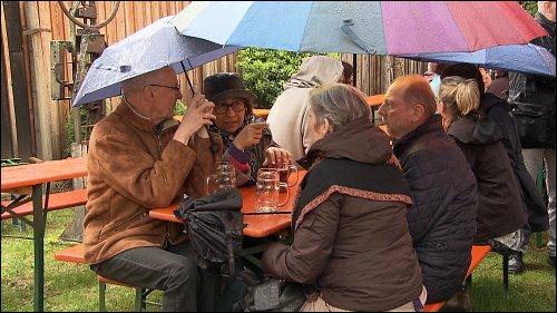 Trotz Regen und schlechten Wetters kommen die Besucher am 1. Mai in den KUNO.