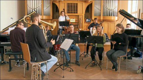 Künstlerisch anspruchsvoll und tiefgründig verbindet das Ensemble Vigor des Musikers Felix M. Valentin Wissenschaft, Philosophie und Kunst in einer außergewöhnlichen Komposition