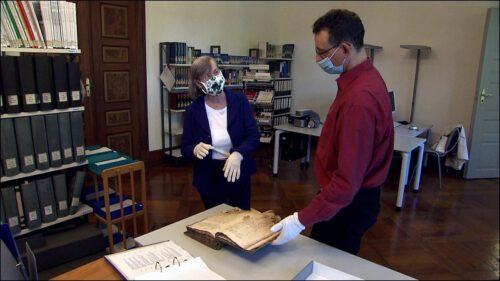 Mit dem Kulturpreis finanziert Frau Blume die Restaurierung von Schriftstücken im Stadtarchiv, die Informationen zur jüdischen Geschichte Fürths beinhalten.